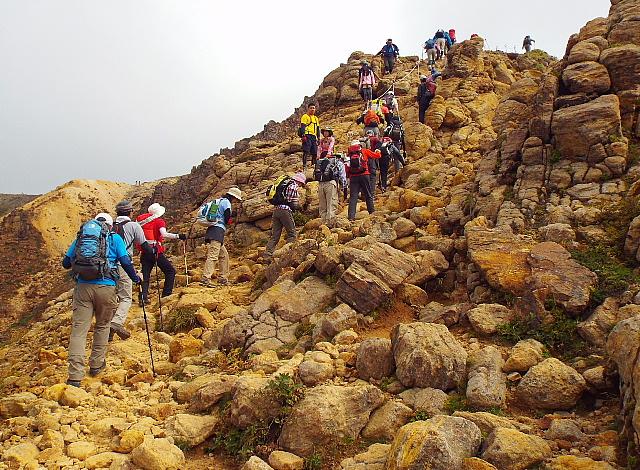 朝日岳山頂直下